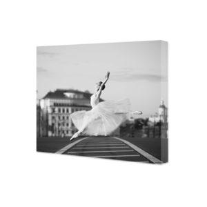 obraz na płótnie skacząca baletnica czarno białe