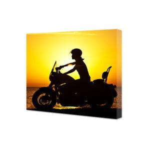 Obraz na płótnie kobieta na motorze o zachodzie słońca